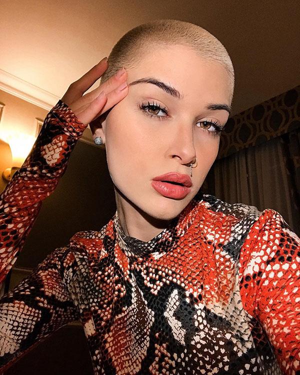 woman short hair style 2021